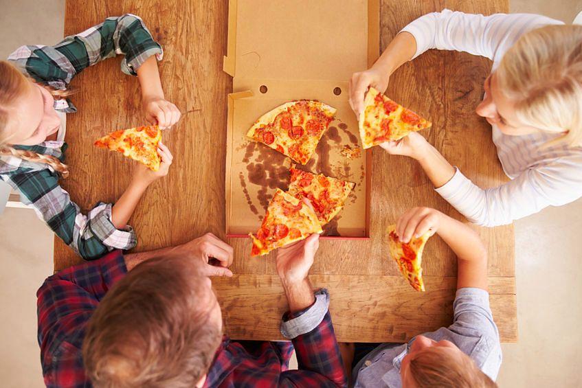 Dzieci powinny jeść mniej pizzy