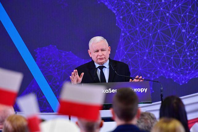 Jarosław Kaczyński deklaruje poparcie dla komisji ds. pedofilii. Ale nie tylko w Kościele