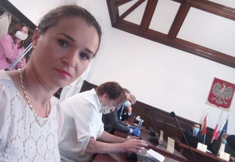 """Koronawirus. Oburzenie w Malborku. Radna nie nosi maseczki, bo """"to nie jest epidemia"""""""