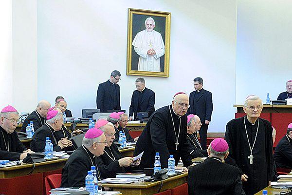 Biskupi o dokumencie społecznym KEP, finansowaniu Kościoła i pedofilii