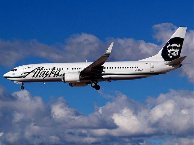 Awaryjne lądowanie samolotu Alaska Airlines. Pasażer chciał wysiąść podczas lotu