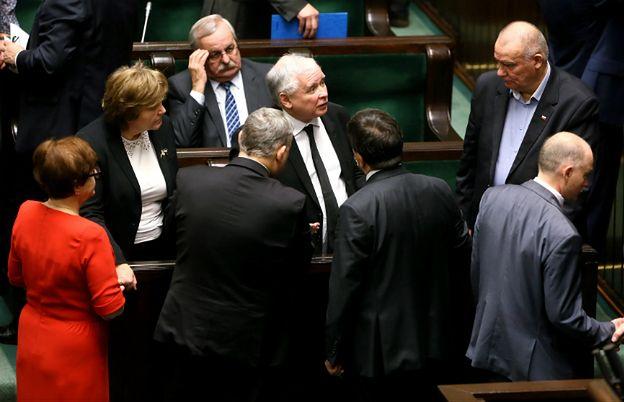 """PiS """"zawłaszcza Polskę""""? W praktyce robi to samo, co poprzednicy"""
