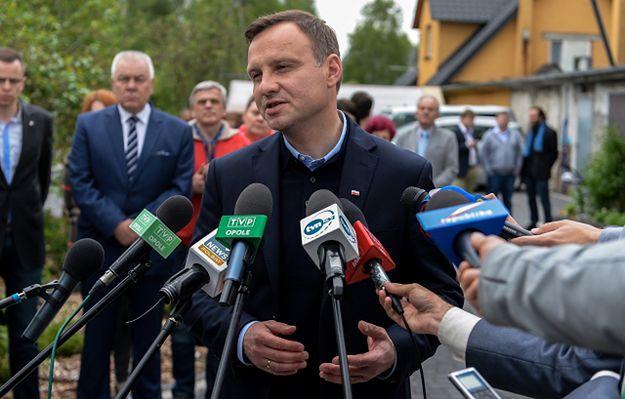 Incydenty na spotkaniu Komorowskiego. Komentarze Grupińskiego i Dudy