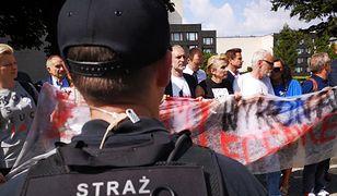 Wwożenie do Sejmu protestujących, ukrytych w bagażniku auta, to nie jest pomysł na racjonalny protest wobec PiS-u. A takie działania obiecywał Ryszard Petru