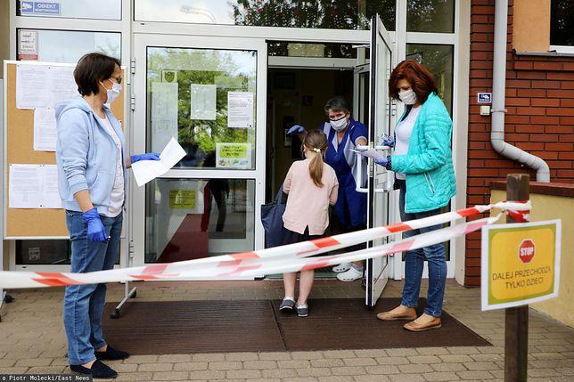 Powrót do szkoły. Konsultacje dla maturzystów i uczniów mogą odbywać się od poniedziałku.