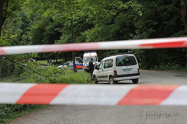 Policja i pogotowie na miejscu wypadku - zdjęcie archiwalne