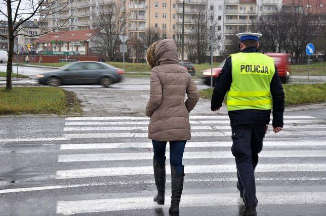 Policjanci po raz dziesiąty w tym roku będą obecni w okolicach przejść dla pieszych i przejazdów dla rowerów.
