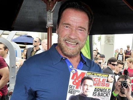 Arnold Schwarzenegger trenuje w łóżku