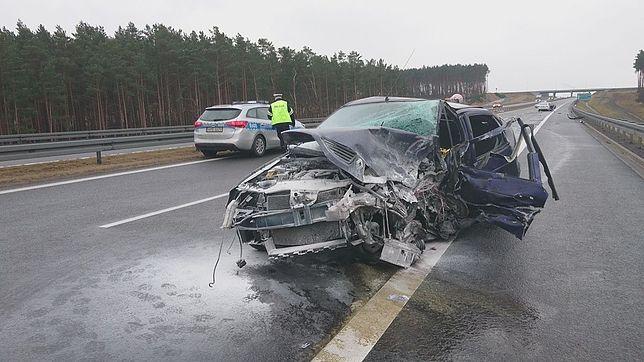 Kierowca jadący Renault prawdopodobnie wjechał pod prąd na trasę S3 i spowodował wypadek