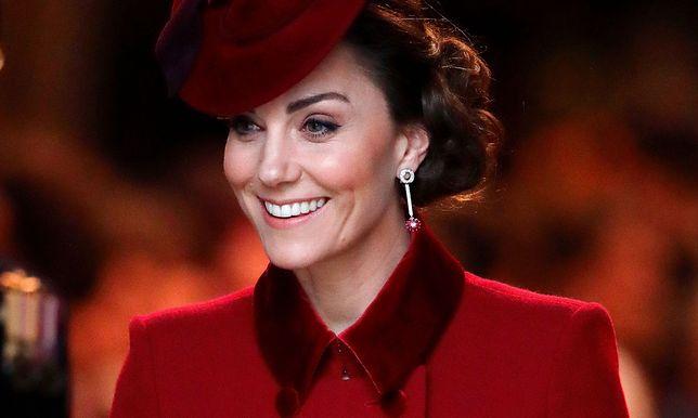 """Kate Middleton pokazała stare zdjęcie mamy. """"Wyglądają identycznie"""""""