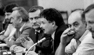 Komisja Porozumiewawcza Okrągłego Stołu. Na zdjęciu (od lewej): Władysław Frasyniuk, Tadeusz Mazowiecki, Lech Walesa, Lech Kaczyński i Jacek Kuroń.