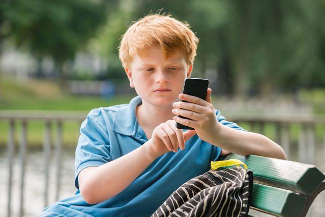 Na wielu obozach dzieci dostają telefony tylko na godzinę dziennie lub też komórki są im konfiskowane na noc