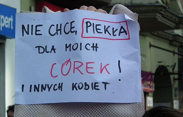 Całkowity zakaz aborcji. Wiesław Dębski: co PiS chce na tym zyskać?