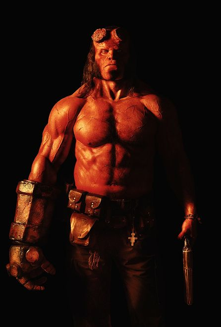 David Harbour jako Hellboy