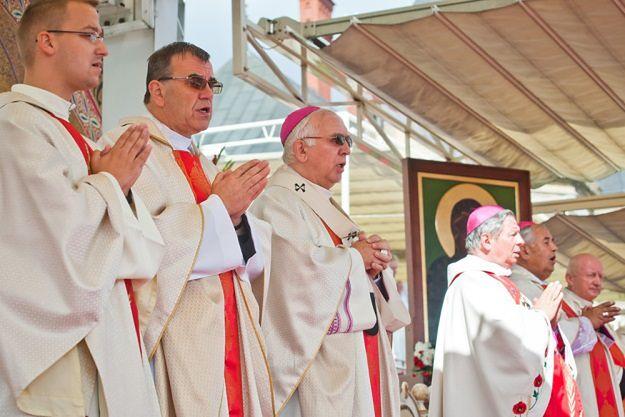 Jakub Majmurek: ostatnia szarża Episkopatu