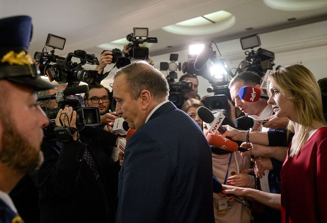 Bunt senatorów Platformy przeciwko Grzegorzowi Schetynie. Pada oskarżenie o łamanie konstytucji