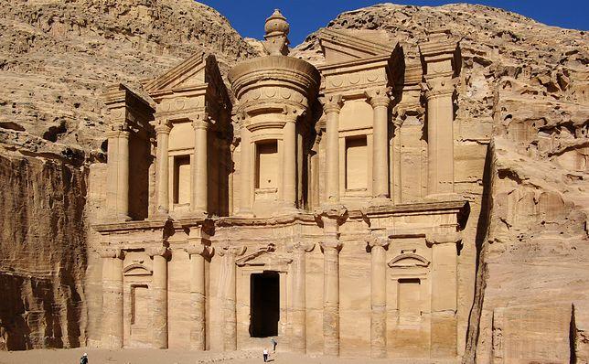 """Budynek tzw. """"Klasztoru"""" (arab. Ad-Dajr), ruiny Petry, stan obecny"""