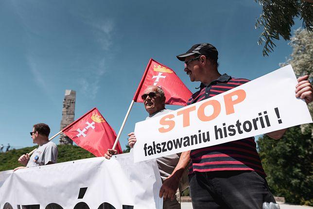 Przeciwnicy przejęcia przez rząd terenów Westerplatte organizują regularne protesty.