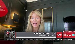 Joanna Przetakiewicz wspiera protestujące kobiety. Projektantka pokazała wsparcie