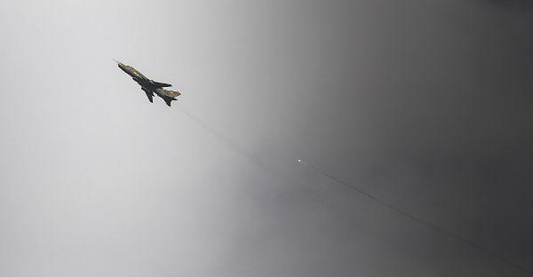 Niezidentyfikowane samoloty zbombardowały pozycje ISIL w Iraku. To syryjskie lotnictwo?