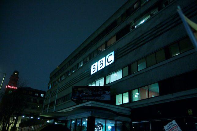 Ewakuacja studia BBC w Manchesterze. Prowadzący przerwali audycję