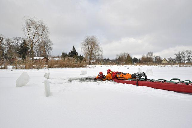 Kalisz. Akcja ratunkowa strażaków na rzece (zdjęcie ilustracyjne)