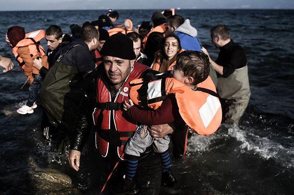 Mróz ich nie zatrzyma. Uchodźcy nadal nacierają na Europę