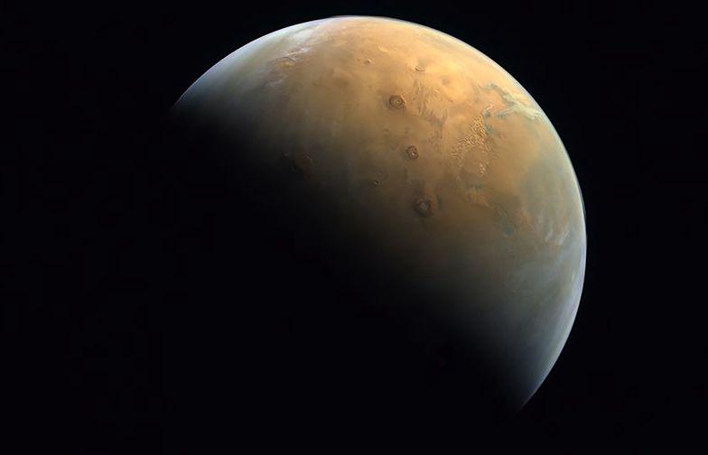 """Zjednoczone Emiraty Arabskie pokazały zdjęcie Marsa. """"Przełomowy moment"""""""