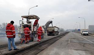 Zdejmują nawierzchnię mostu Łazienkowskiego [ZDJĘCIA]