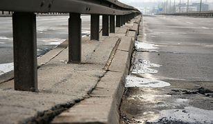Konstrukcja mostu naruszona. Łazienkowski nieczynny jeszcze przez wiele tygodni