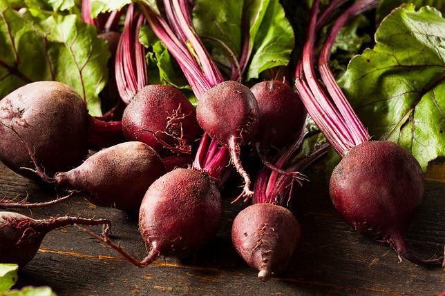 Buraki to niezwykle cenne warzywa, które wzmacniają układ krwionośny, poprawiają odporność, a nawet sprawiają, że wolniej się starzejemy. Przepisy z burakami