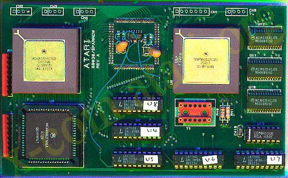 Tajemnicza karta Sparrow zawierała dwa wizualnie podobne procesory - Motorolę 68030 oraz układ DSP Motorola 56001.