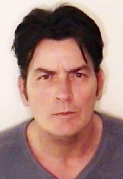 Charlie Sheen pobił żonę
