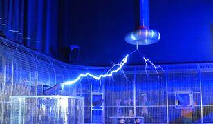 Klatka Faradaya chroni przed zewnętrznym polem elektrycznym