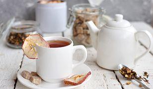 Nie tylko cukier i cytryna. Aromatyczne dodatki do herbaty