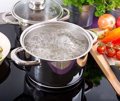 Zamiast wylewać, wykorzystaj w kuchni. Woda o niezwykłych właściwościach