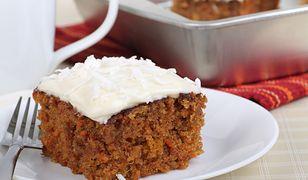 W wersji wegańskiej fit ciasto marchewkowe możesz pokryć kremem z namoczonych nerkowców