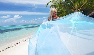 Niebieskie pareo pięknie podkreśli letnią opaleniznę