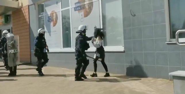 Brutalna akcja policjanta w Głogowie. Ofiarą jedna z uczestniczek protestu