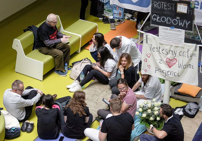Polacy mają dość. Żądają szybkiej reakcji PiS na strajk lekarzy