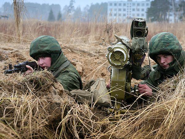 Ukraiński wywiad: Rosja dozbraja separatystów, wysłała też snajperów