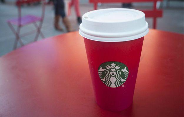 Klientka znanej sieci kawiarni pozwała ją na 5 milionów dolarów, bo dodali za dużo lodu do jej kawy