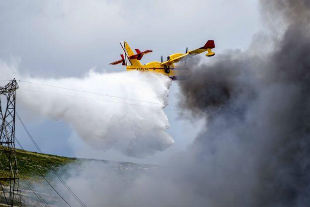 Płonie największe w Europie składowisko opon. Gaszenie może potrwać nawet tydzień