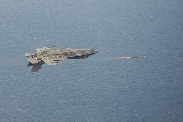 Niesamowity manewr najdroższych myśliwców świata F-35