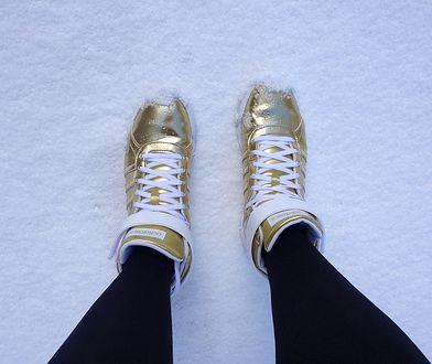 Za dużo śniegu? Jeden prosty trik czyni buty nieprzemakalnymi