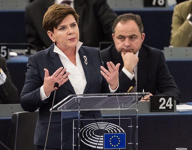 Agencje prasowe o debacie w PE na temat Polski. AP: premier Beata Szydło zganiła Unię Europejską