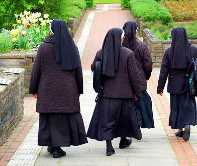 Siostry, które po latach pracy chcą opuścić zakon, często zostają bez pieniędzy i prawa do zasiłku.