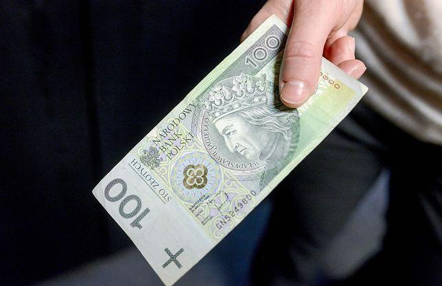 Czy pieniądze mogą przenosić choroby, w tym COVID-19?