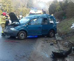 Groźny wypadek w Kazimierzu Dolnym. Siła uderzenia musiała być bardzo duża