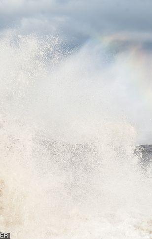 Na Bałtyku sztormowe fale osiągają wysokość kilku metrów
